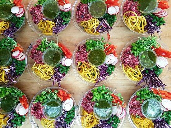 Temiscouata-sur-le-Lac, Canada: Salades savoureuses, originales et colorées