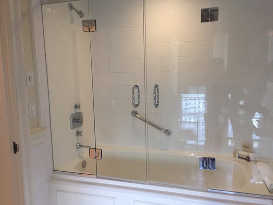 Keswick Hall: Very Nice Shower, But A Big Step For Older People!