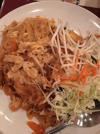 Sri Thai Cuisine: Chicken Pad Thai - so good!