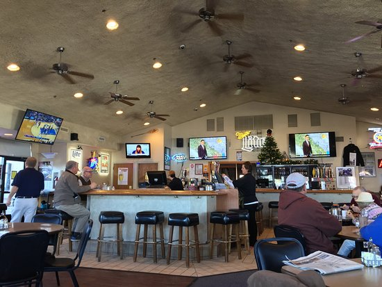 Chanhassen, MN: What a great place to have dinner or lunch. Daily specials and a fun bar