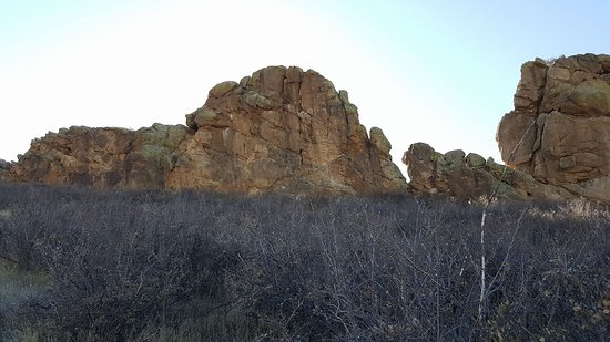 Devil's Backbone Nature Trail: Close up to the backbone