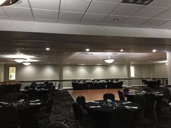 Ramada Des Moines Airport: Banquet space for up to 350 people