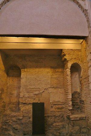 Jewish Quarter (Juderia): inside the synagogue