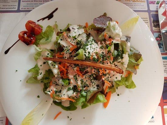 Restaurant de la Croix Blanche: Délicieuse salade verte en entrée et filets de féra en plat !