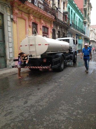 Central Havana: Vatten som tappas på flaska i gamla delen av Havanna.