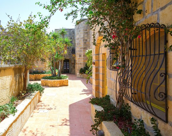 Bellavista Farmhouses Gozo: Lovely walkway