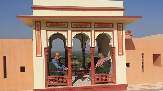 Bassi, Hindistan: We were exploring the beautiful old fort and couldn't resist this photo op.