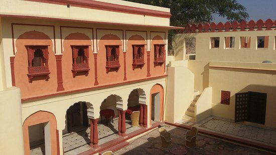 Bassi, Hindistan: Part of the courtyard