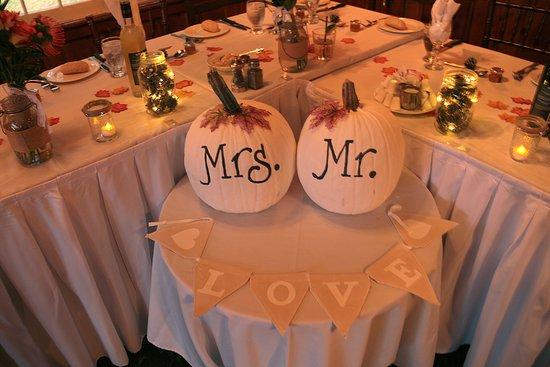 Bonnie View Inn: Head Table for Our Wedding