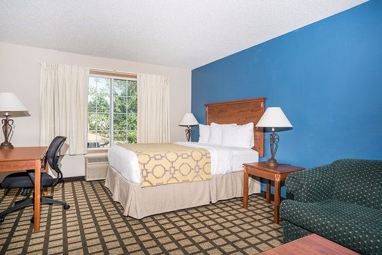 Albany, MN: Two room Queen suite