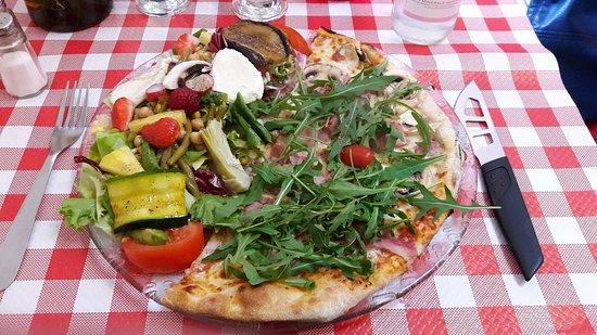 Pizzeria Romeo: Formule (demi pizza et salade mixte)