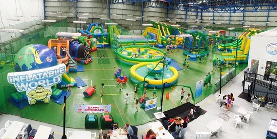 Ku-ring-gai, Australia: Inflatable World Mt Kuring-Gai, home to a GIANT indoor playground with jumping castles for all a