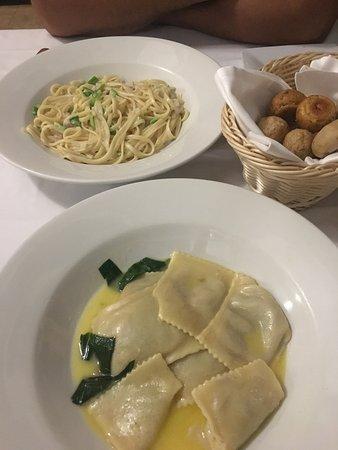 italian restaurant - il botaccio - veggie fettuccine and the veggie ravioli - ravioli was disgus