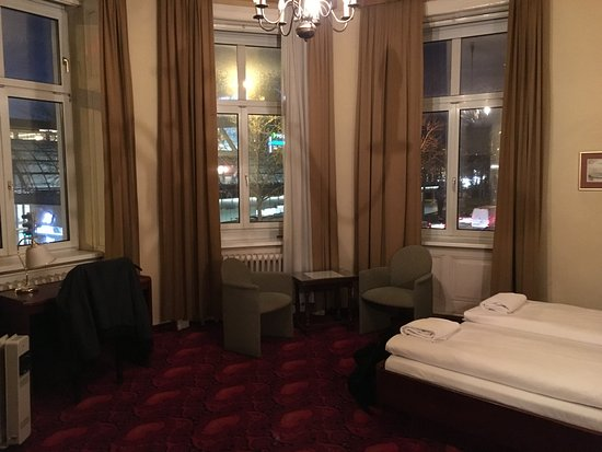 Hotel Furstenhof: This is corner room