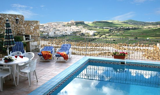 Bellavista Farmhouses Gozo: Pool terrace with BBQ
