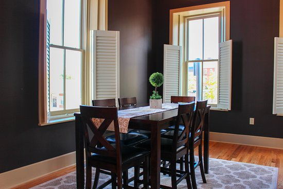 Greeneville, TN: Dining room in apartments