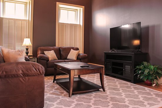 Greeneville, TN: Living room in apartments
