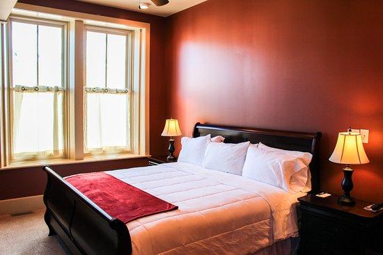 Greeneville, TN: Master bedroom in apartments