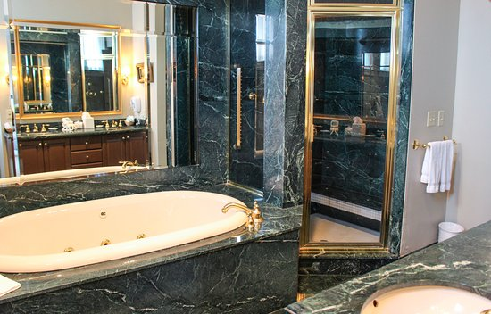 Greeneville, TN: Presidential suite bathroom