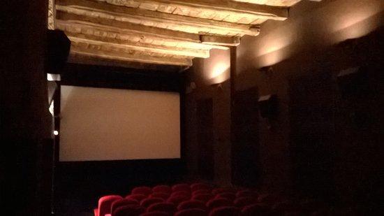 Leinwand bemalte holzdecke kino 4 bild von scala programmkino l neburg tripadvisor - Bemalte leinwande ...