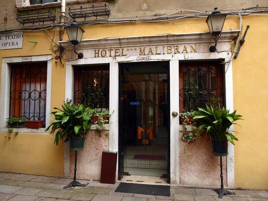 Hotel Malibran: Eingang zum Hotel