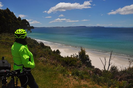 Bruny Island, Avustralya: Riding into Adventure Bay