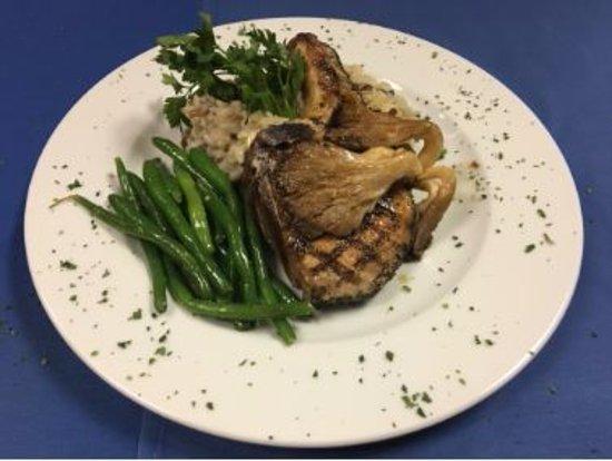 Villa Capri: Pork chop SOOOOOO yummy!