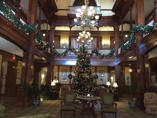Americus, Τζόρτζια: Beautiful lobby decorated for Christmas.