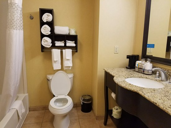 Hampton Inn & Suites Thousand Oaks Image
