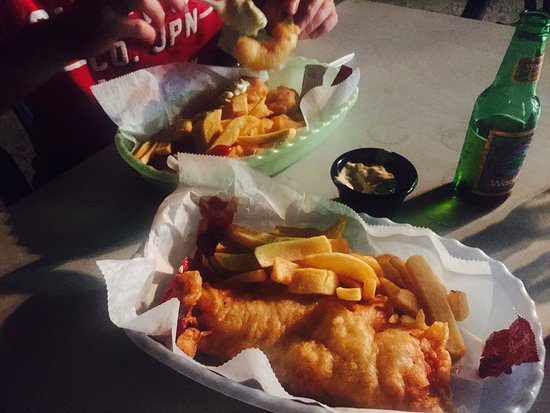 Chippy Antigua: FIsh 'n' chips 'n' local beer under the stars!