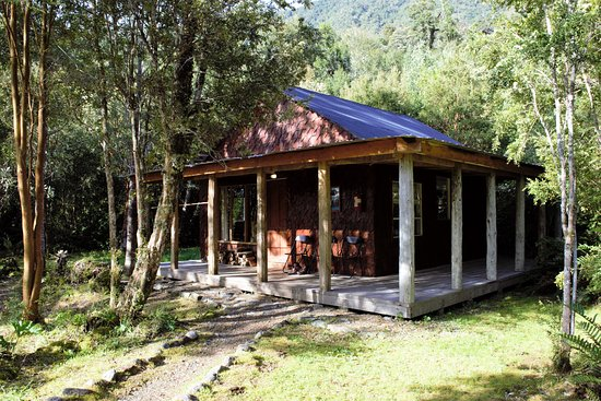 Posada Queulat: Our lovely cabin nestled quietly amongst the trees.