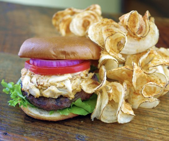 Tappahannock, VA: Chesapeake Crabmeat-Topped Burger
