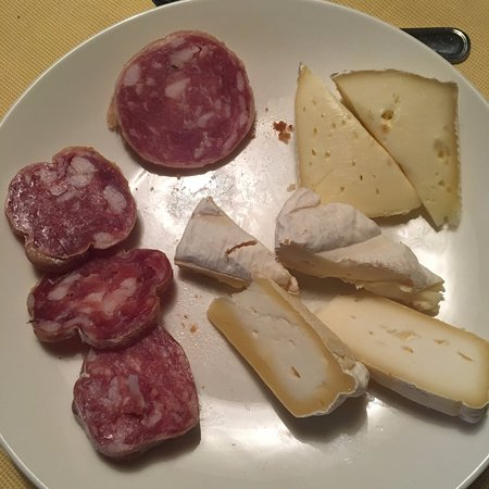 Cissone, Italien: Breakfast local salami and cheese selection