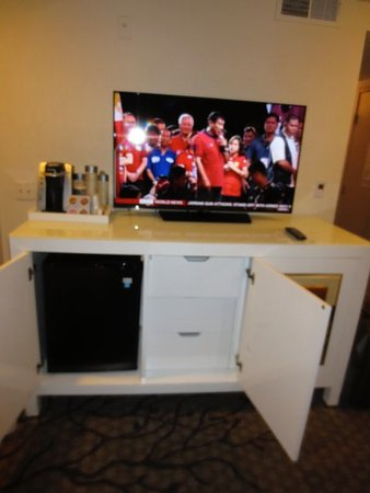 The Carlyle Inn: TV and cabinet