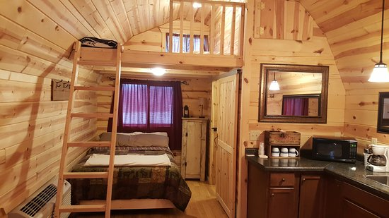 Chariton, IA: Inside Bear Creek Cabin