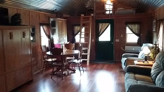 Chariton, IA: Inside Hunting Themed cabin