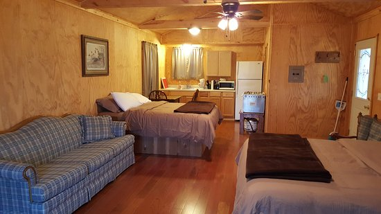 Chariton, IA: Inside of Well's Themed Cabin
