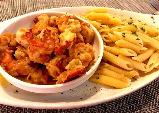 Hemingway's Bistrot: Garlic Prawns with Penne Pasta.