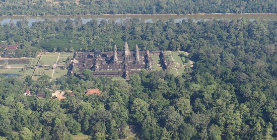 The Privilege Floor @Borei Angkor: Ankor Wat vom Heli
