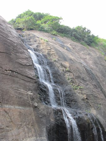 ‪Old Courtallam Waterfalls‬