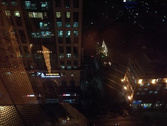 Shanghai Hotel : 19楼往下看