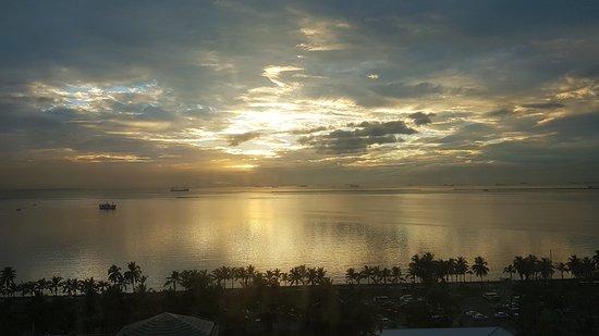 New World Manila Bay Hotel: View