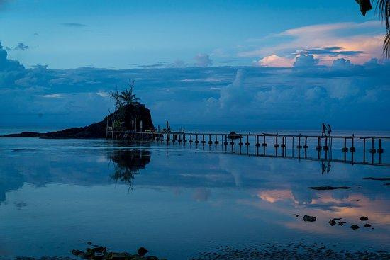 Hotel Libertalia: Photo of the pier from the beach