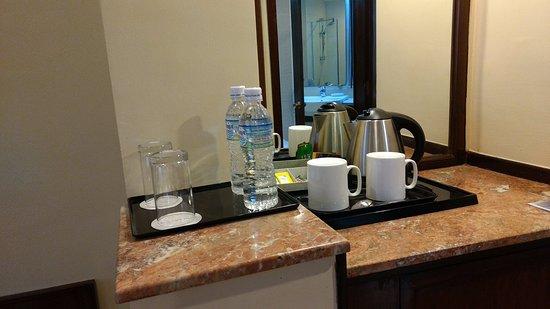 Crowne Plaza Kathmandu-Soaltee: Tea Coffee maker