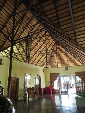 Solwezi, Zambiya: The main building - amazing thatched roof