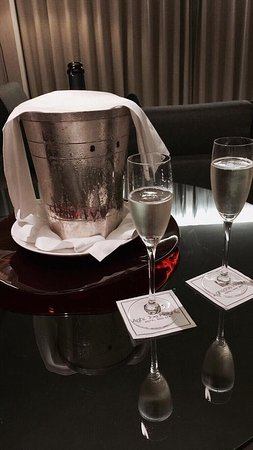 Aghadoe Heights Hotel & Spa: champers in our room
