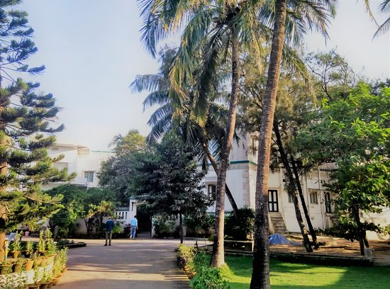 Z Hotel: The front view