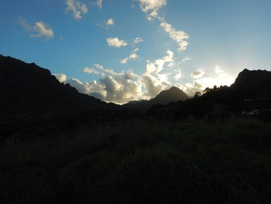 Kaneohe, Hawaje: Beautiful sunset at the end of our tour.