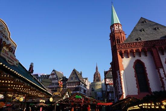 frankfurter weihnachtsmarkt christmas market in the square
