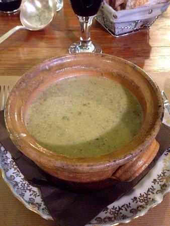 Pieusse, Francia: Soupe paysanne mitonnée dans la cheminée